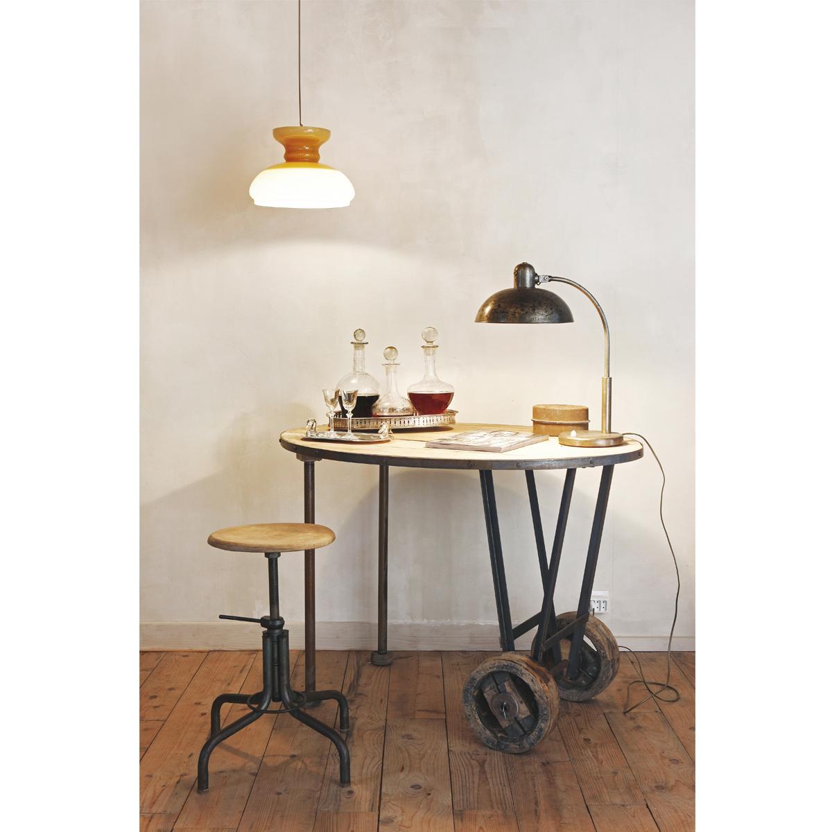 Grote Side Table.Ovale Bijzettafel Met Grote Industriele Wielen Oval Side Table With Large Industrial Wheels